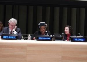 Sandra Uwiringiyimana comparte su experiencia como superviviente de la masacre de Gatumba en Burundi. © Parlamentarios por la Justicia Global