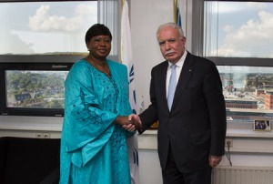 Left: ICC Prosecutor Fatou Bensouda Right: The Foreign Minister of Palestine Mr. Riad al-Malki ©ICC