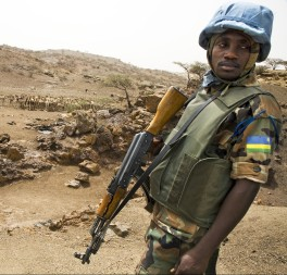 A peacekeeper in Darfur. © UN Photo/Albert González Farran