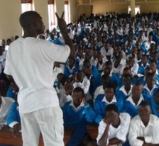 ICC field outreach staff speaks to students in northern Uganda. ©ICC-CPI
