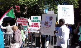 Protesters outside the UN call for Omar Al-Bashir's arrest. © CICC