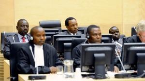 DEN HAAG - Drie Keniaanse verdachten, Samoei Ruto (L), Henry Kiprono (M) en Joshua Arap Sang(R), staan donderdag terecht bij het Internationaal Strafhof. Ze worden verdacht van betrokkenheid bij de geweldsuitbraak na de presidentsverkiezingen van eind 2007. ANP LEX VAN LIESHOUT