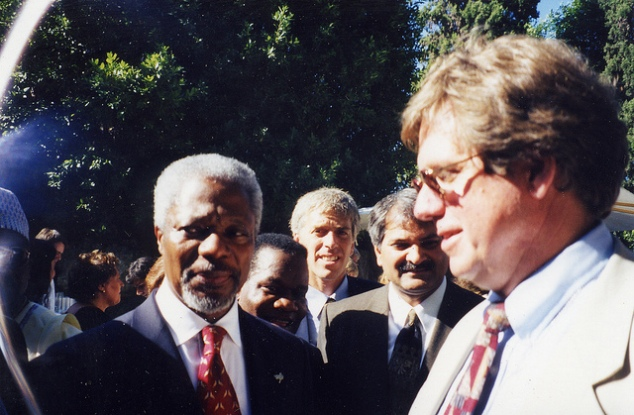 Then-UN Secretary-General Kofi Annan and Coalition for the ICC Convenor William Pace at the Rome Conference in 1998. © CICC