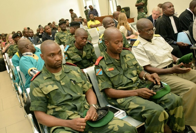 Germain Katanga (L) sits in the military court in Kinshasa, on February 3, 2016 ©Papy Mulongo (AFP)