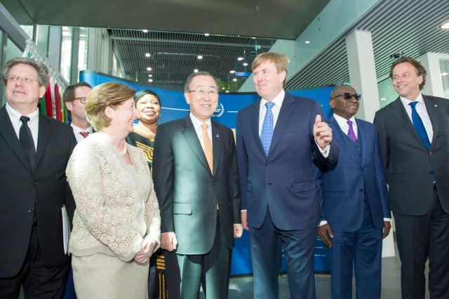 SecretaryGeneral Ban Ki-moon (centre) with King Willem-Alexander (centre right) of the Netherlands and other attendees. UN Photo_Rick Bajornas